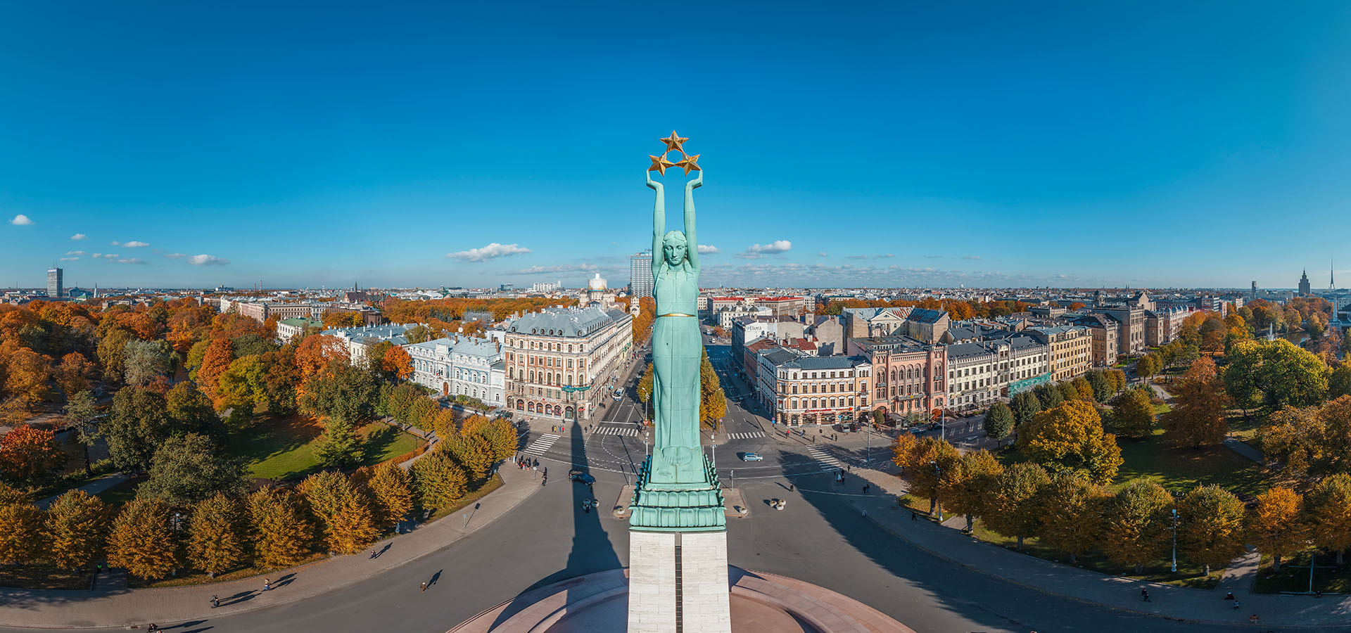 Brivibas-piemineklis-Old_Riga_Latvia_aerial_360_degree_panorama_OCEAN.LV_